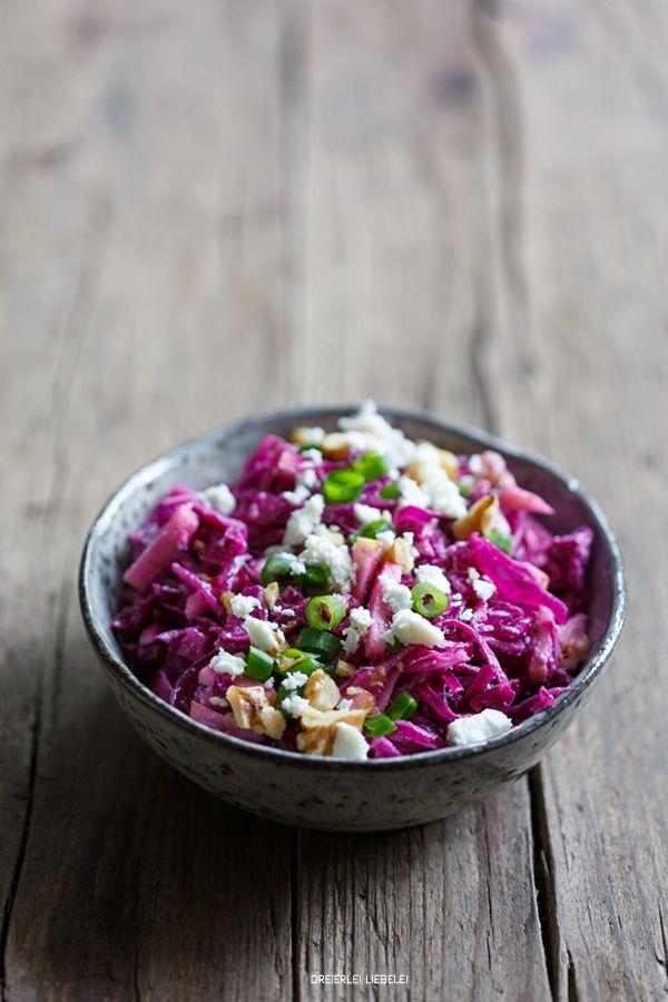 Dreierlei Liebelei: Rotkohlsalat mit Walnüssen und Feta #Aufgetischt #lecker #yummi #EuropaPassage #EuropaPassageHamburg