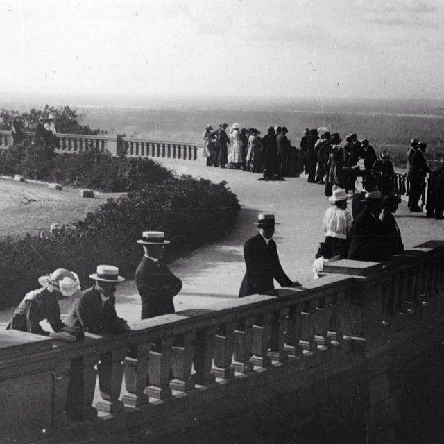 Mont Royal lookout circa 1920.