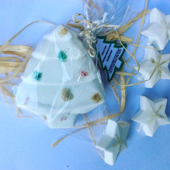 Relax this Christmastime with 5 gorgeous festive bath bombs from Lush, Etsy and more! Here are our favourites to combine with a classic Christmas movie!