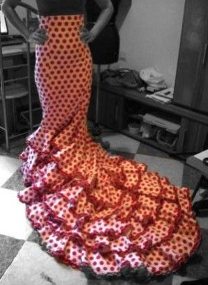 Lots of helpful information for learning to sew flamenco dresses. I'll have to remember this when making clothes for my daughter's dance practice.