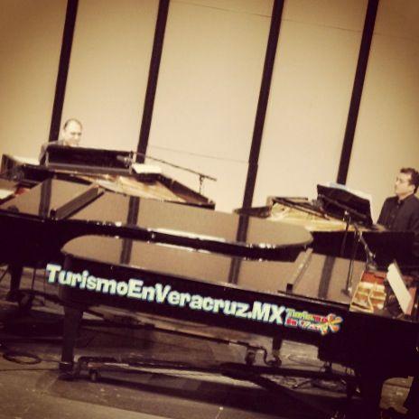 Exitoso #concierto a 4 #pianos http://www.turismoenveracruz.mx/2014/05/exitoso-concierto-unico-con-cuatro-pianos-en-escena/ #Veracruz #Xalapa