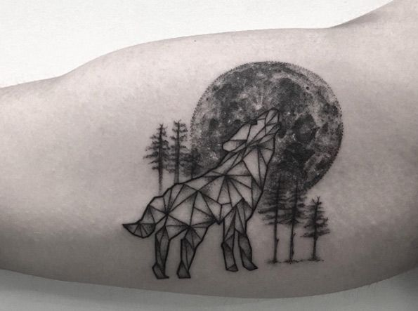 Cooltop Animal Tattoo Designs Geometric Wolf Howling At The Moon By Zeke Yip Grey Ink Tattoos Wolf Tattoos Geometric Wolf Tattoo