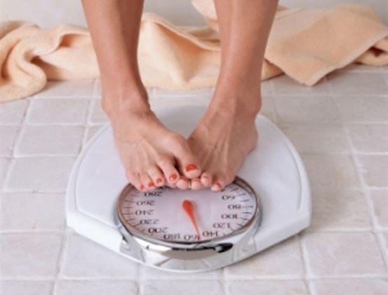 In gravidanza è normale acquistare peso ragionevolmente, ma non bisogna mangiare per due. Alla fine dei nove mesi l'aumento medio è di 13 chili,