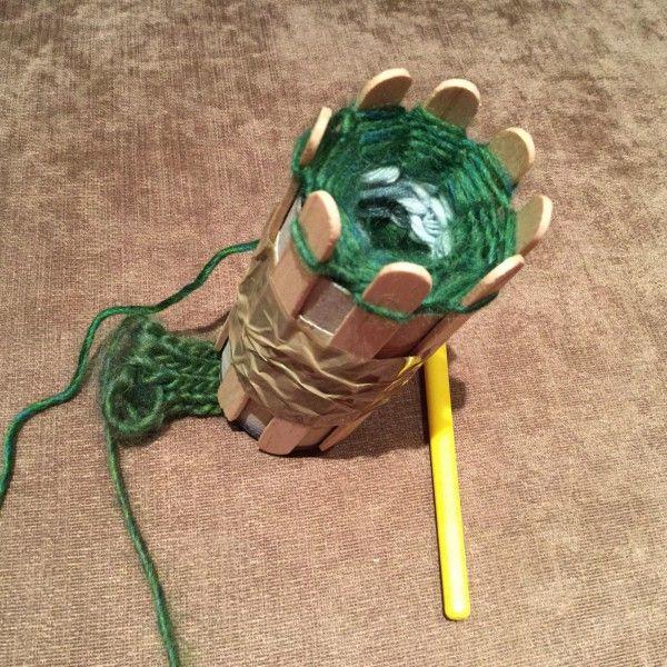 Upcycling: Strickrolle (Strickliesel) aus Karton und Holzstäbchen - Handmade Kultur