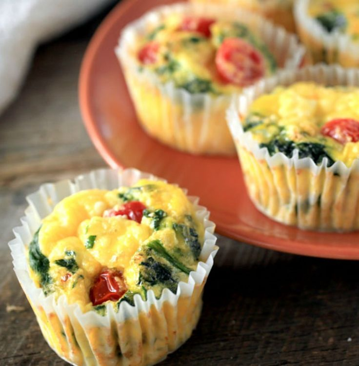 Forget the utensils! These spinach and egg muffins are perfect for breakfast on the run. - Everyday Dishes & DIY