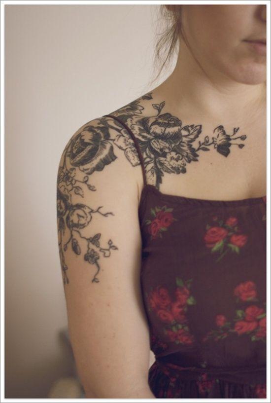 Tatuagem de Rosa | Blackwork no Ombro Feminino