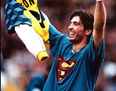 Para Buffon Superman era su superhéroe favorito. Solía llevar una camiseta con la clásica S en el pecho debajo del uniforme del Parma.