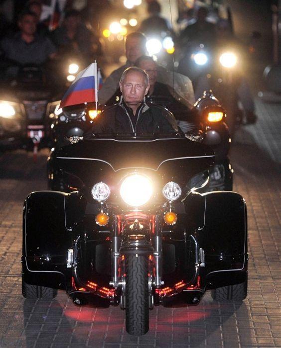 """Putin с  """"ночными волками""""..."""