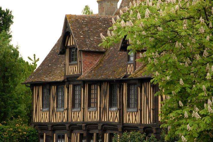 Beuvron-en-Auge et ses maisons uniques : Les villages de France les plus romantiques - Linternaute