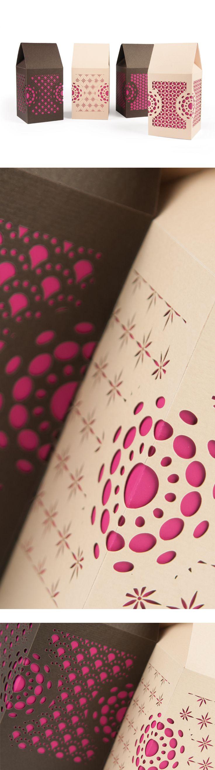 4 scatole con fondo automatico e chiusura a bustina decorate con texture microtaglio laser. 4 boxes with crash lock bottom decorated with laser microcutting.
