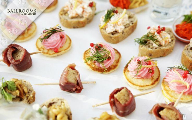 Canape este un fel de mâncare din clasa Finger Food ușor de realizat, sănătos, delicios și surprinzător deopotrivă. Folosit ca aperitiv la evenimente private sau ca fel principal la petreceri și evenimente speciale, Canape-ul este de obicei sărat sau picant și este compus din bază – pâine prăjita sau patiserie, spread – unt sau cremă de brânză, elementul principal – carne, brânzeturi, pește, caviar, foie gras și decor – feliuțe de legume sau ierburi aromatice.