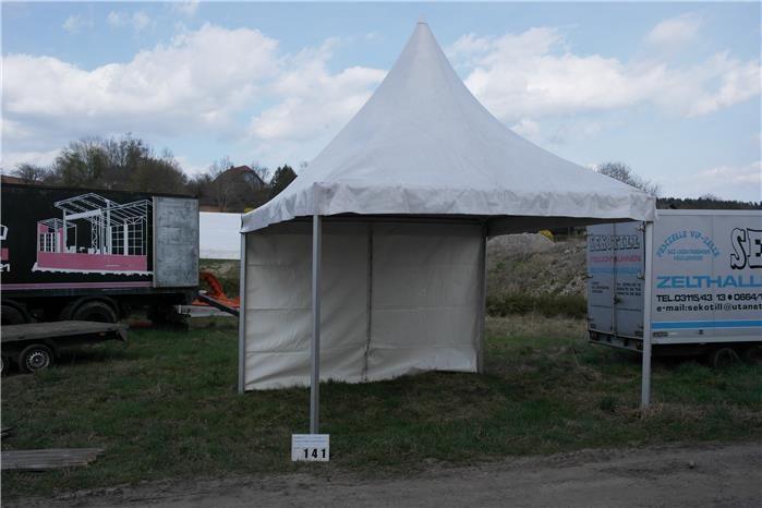 Karner & Dechow Industrie Auktionen - Pagodezelt RÖDER, LxB ca. 4.000x 4.000 mm, H ca. 2.450 mm; Pagodenzelt rundum 4x mit Planen verschlossen (8 Einzelplanen - Postendetails
