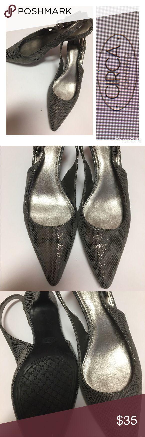 👠👠Joan&David Leather Shoes 61/2👠👠 Beautiful leather silver slingbacks by Joan &David like new condition Joan & David Shoes Heels