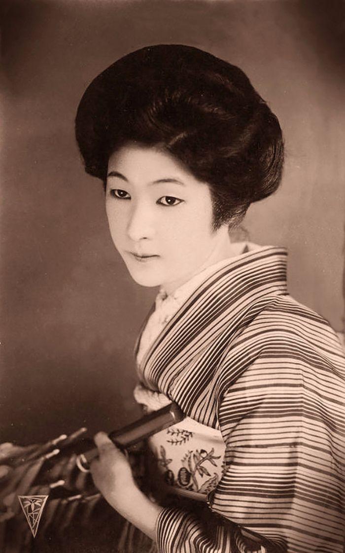 La beauté féminine en 1900 : 20 cartes postales d'une époque où la mode n'était pas uniformisée !