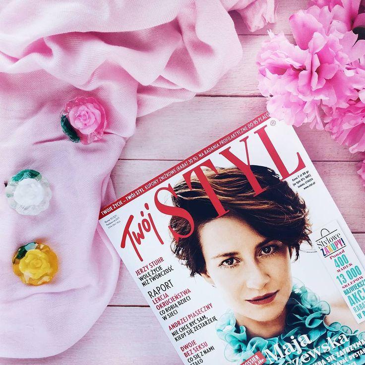Na dzisiejszą jesienna pluchę już mam swój Twój Styl 💕 nie ma to jak ciepły kocyk, herbatka i dobra gazeta💜  Trzeba sobie jakoś umilać tą jesień 🙈😎😂 miłej środy 💕  .  .  .  .  .  .  #twójstyl #gazeta #twojstyl #blog #instablogger #instaphoto #goodvibes #igers #polishgirl #polskadziewczyna #instamood #insta #instastyle #amazing #flatlay #roses #pink #thinkpink #pinkstyle #instalike #likesforlike #followme #instagood #photooftheday #photography #instaphoto