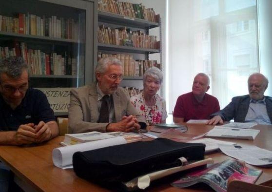 BRUNICO. L'Anpi ricorda i sette giovani uccisi dai nazisti a Brunico il 6 luglio del 1944. L'ha fatto ieri, con una conferenza stampa nella sede dell'Associazione nazionale partigiani a Bolzano, e lo... un anno fa il ricordo dei 7 giovani