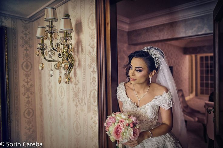 Bride make-up. How to fit your make-up with your wedding dress.  MUA: Paulina Buldumea more ideas on my website