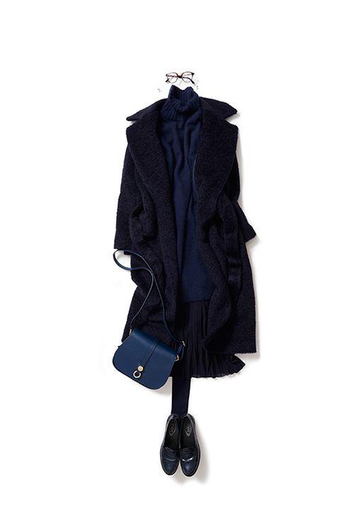 kk-closet | 2015-11-27 大人ならではのレイヤースタイル 今日はオールネイビーのスタイル。私の中で、ネイビーは品のある色。着るとエレガントな気持ちになります。正統派の色だからこその、新しい着こなしを発想しました。アコーディオンスカートをニットのスリットから花びらのようにのぞかせて、さりげないレイヤーを楽しんでいます。