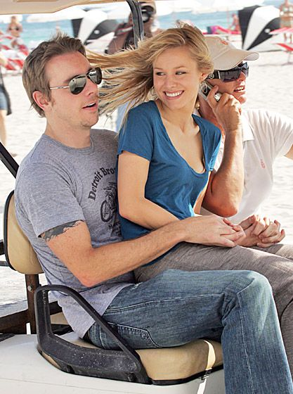 Parenthood star Dax Shepard cuddles w/ Kristen Bell in Miami—the perf place to sport these silver aviators!