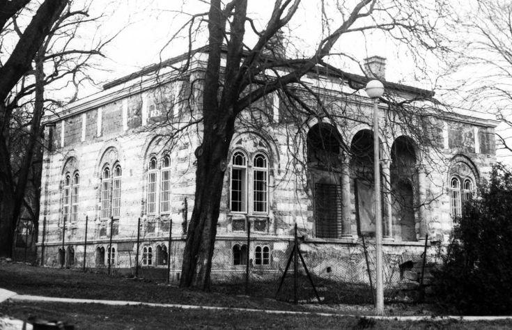 Budakeszi út 36., Ybl villa. A felvétel 1993 körül készült.
