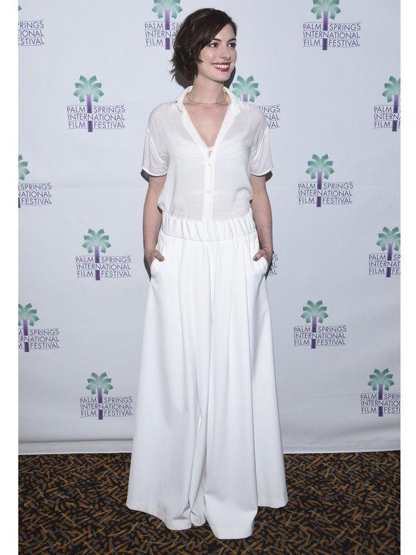 ワイドボトムが印象的だった「パームスプリングス国際映画祭2015」でのアン・ハサウェイ。憧れのオールホワイトコーデを着こなすコツをASK!