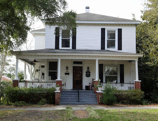 "This house on Lord Street served as the home of Ben Matlock played by Andy Griffith in the series ""Matlock"".  Southport, NC"