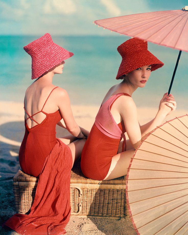 Red Parasol © Louise Dahl-Wolfe, VOGUE Archive Collection, www.lumas.ch  – two * zwei * deux