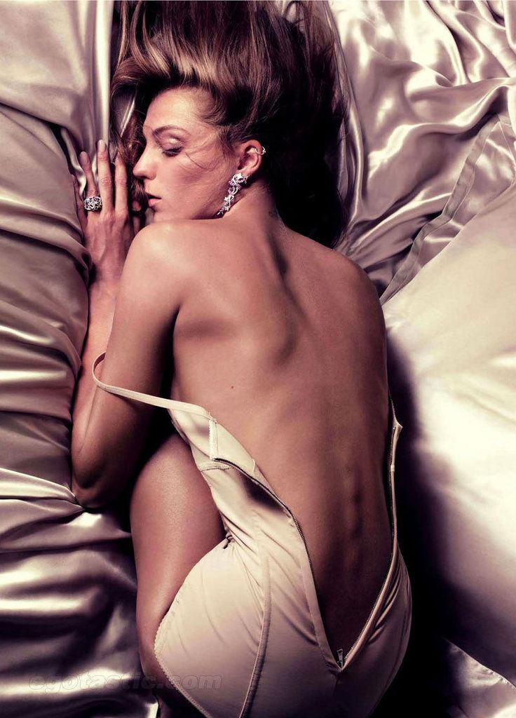 Daria Werbowy Nude Pictures for the Face of Lancome and the Body of a Goddess