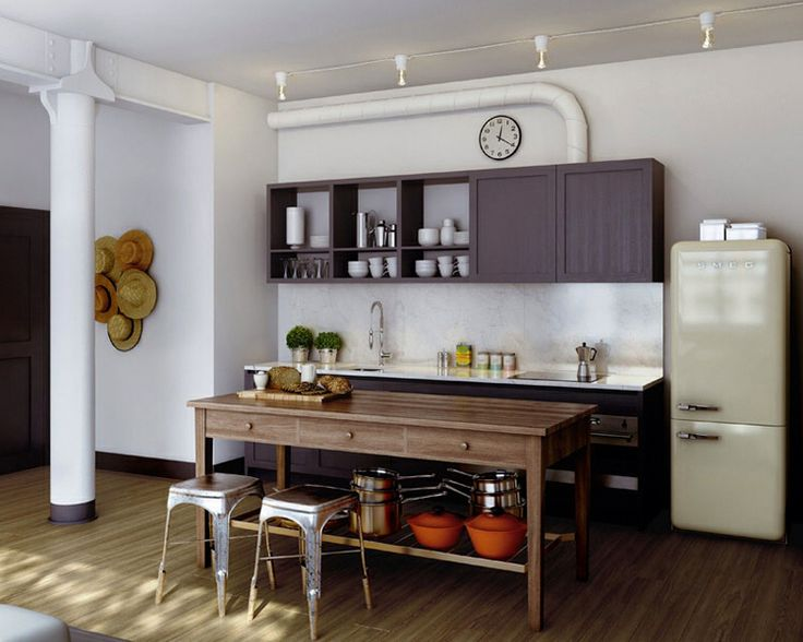 Oscar Properties, Kök Kvänum i mörkt trä, beige Smeg kyl/frys, Tapwell proffskran, Tolix barstolar.