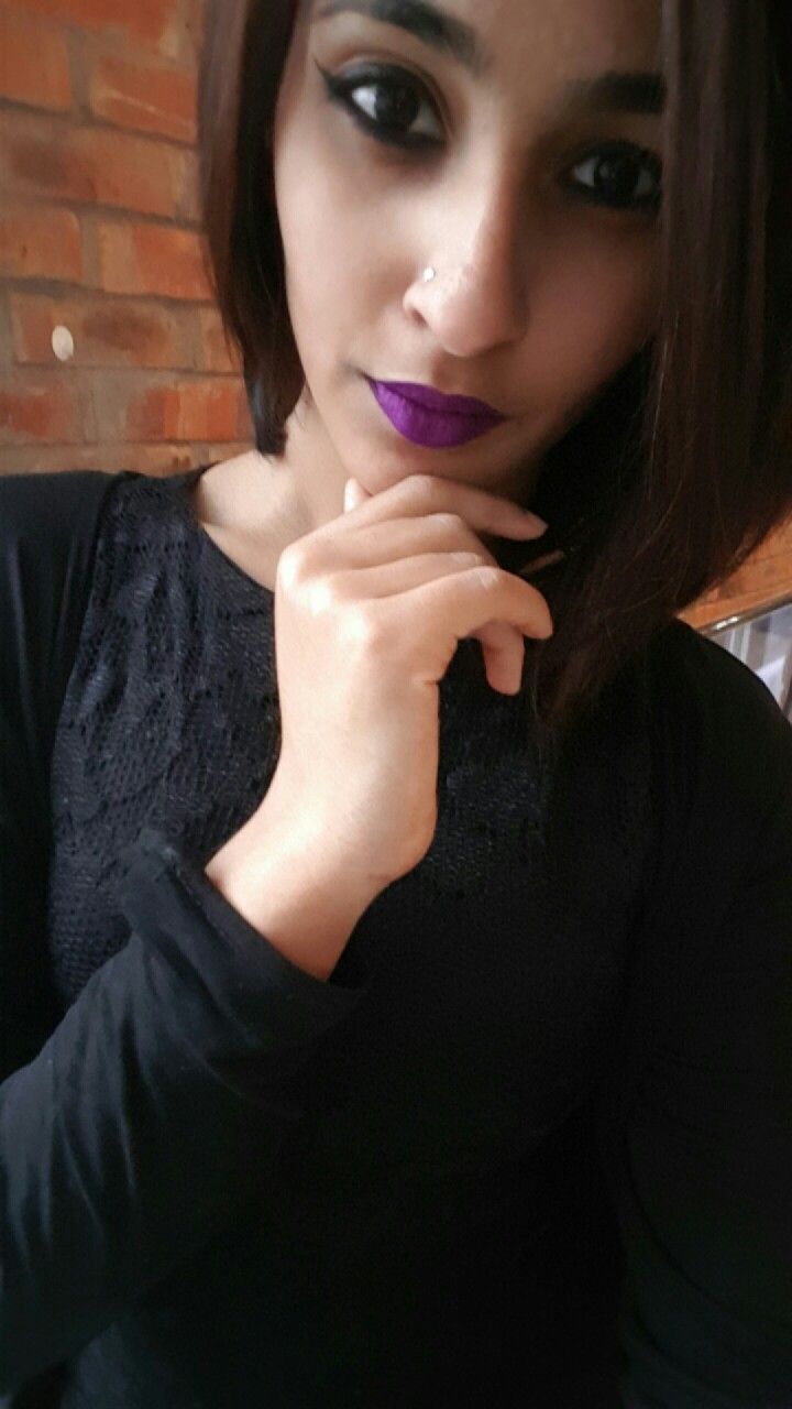 Winged Liner and purple lipstick💜✔