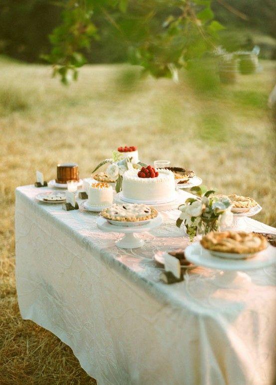 Mooie tafel met schitterend voedsel.