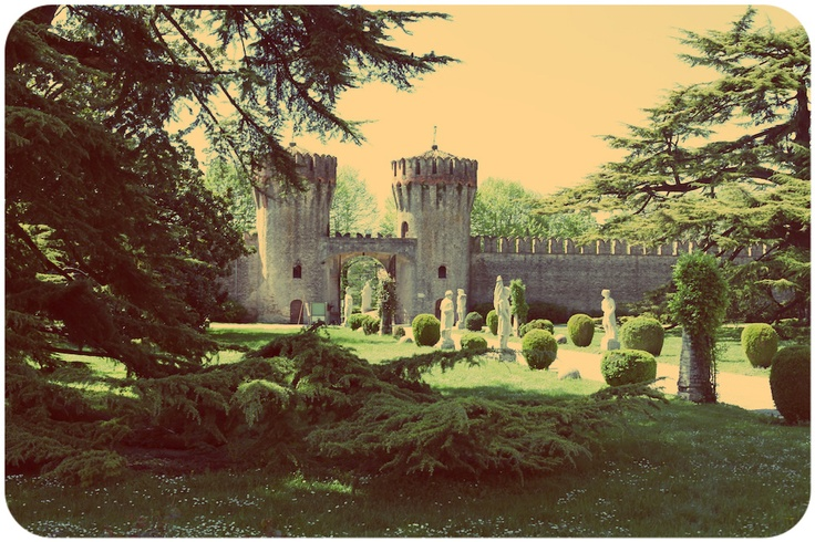 Invasioni Digitali al CASTELLO DI RONCADE. With love from Ca' de Memi. #invasionidigitali #castellodironcade. www.cadememi.it - www.invasionidigi... - www.castellodiron...