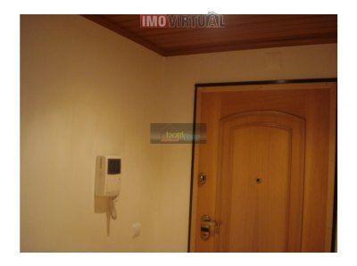 Moderno apartamento T2, áreas generosas, em zona central de Mafra.