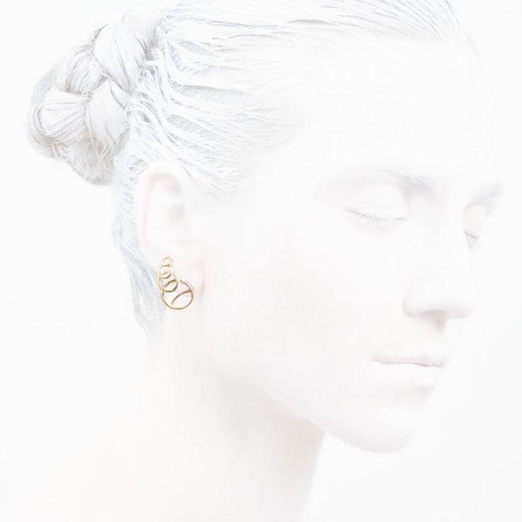 'Elegancy in White' O Collection #leifoojewelry #jewelry #Artistic #awesomework #geisha #earstud