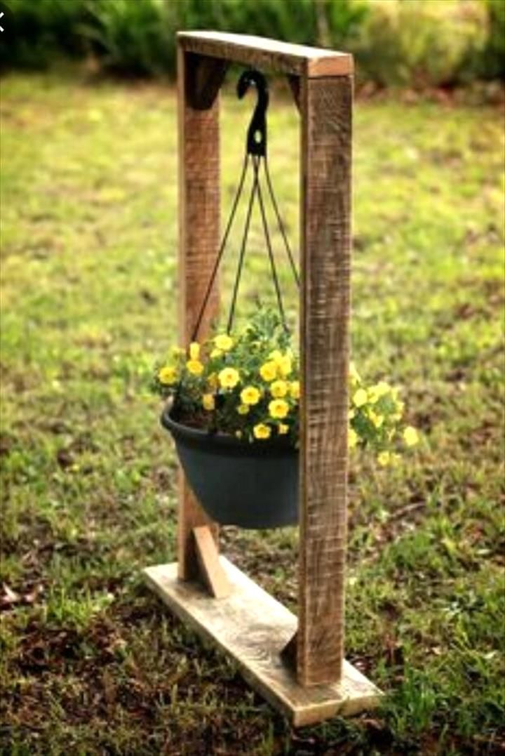 Pallet Hanging Flower Basket – DIY #Pallet Garden #Decor - 130+ Inspired Wood Pallet Projects | 101 Pallet Ideas - Part 5