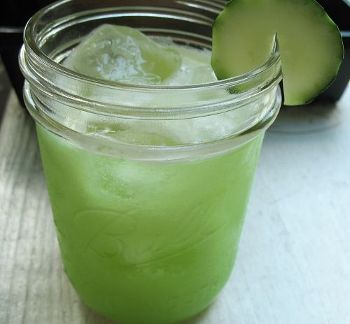 how to make cucumber juice - key ingredient for super yummy summer cocktails