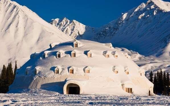 Weirdest Roadside Attractions: Alaska: Igloo City - Design Pics Inc / Alamy Stock Photo
