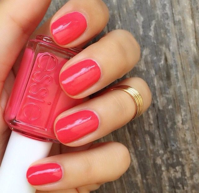 Essie 'Peach Daiquiri' | Favourite summer shade! | @essiepolish @essieuknail