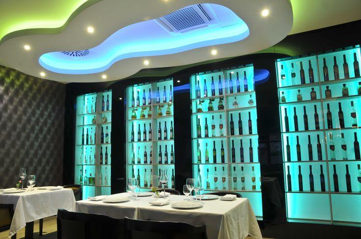 Hotel Délibáb**** Hajdúszoboszló Mirage Étterem A gasztronómia szerelmesei számára kihagyhatatlan a szálloda különlegesen kialakított étterme szezonálisan megújuló hagyományos és modern ételkínálattal. Az ételeket a legfrissebb alapanyagokból és a legmodernebb technológiával készítjük. A mennyei ételekhez leghíresebb magyar borászok, pincészetek borait és neves pálinkaházak széles választékát kínálják vendégeinknek. www.hoteldelibab.hu/ #Hajduszoboszlo #wellness #hotel #gyogyszalloda…