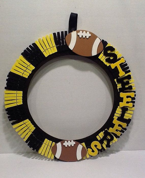 These awesome sports themed wreath door hangers are perfect for your front door, home or man cave. Shown here in Pittsburgh Steelers theme