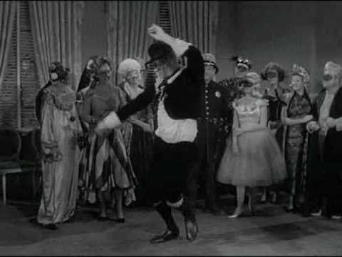 La Familia Addams  -Largo aprende a bailar Parte 2