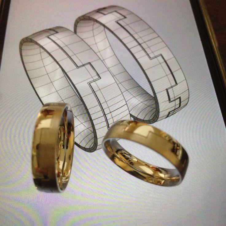 Con ese diseño ideado por Daniel y María hicimos estas originales alianzas. Los surcos son sus nombres en lenguaje binario...¡sorprendente! #alianzas #boda