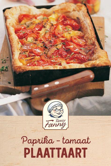 Hartige bladerdeeg plaattaart met paprika en tomaat gemaakt met kant en klaar bl…