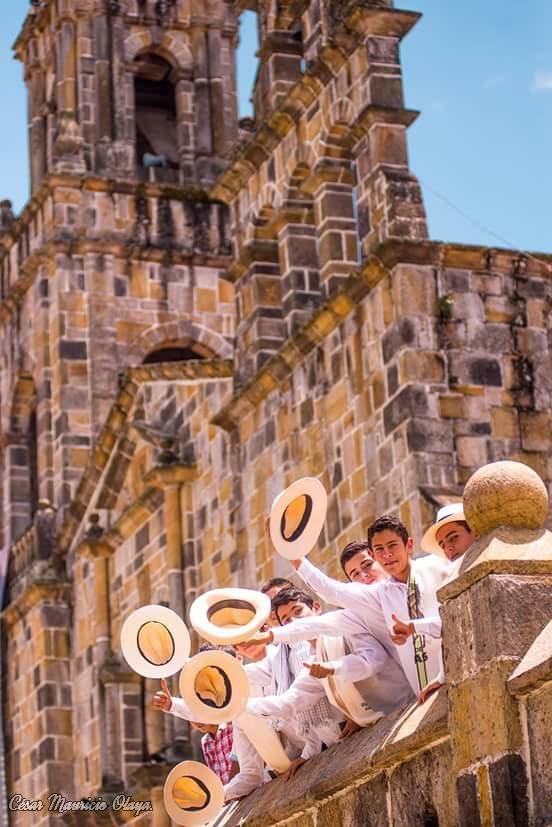 #DomingodeResurreccion Un feliz regreso a los turistas que nos visitaron en Guadalupe Santander durante #SemanaSanta