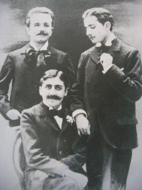 Marcel Proust, Robert de Flers (à gauche) et Lucien Daudet (à droite) vers 1893 - #O.Lettera-Ti @LibriamoTutti