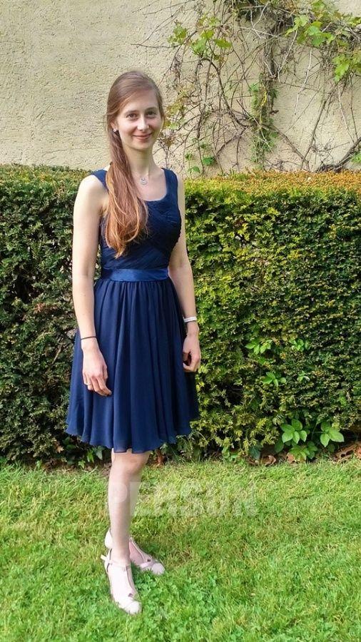 e3b6e6f7b9ea5 Robe courte genoux grise pour cocktail de mariage   Avis Persun.fr ...
