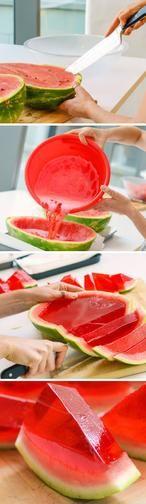 Melonen-Wackelpudding Fingerfood für jede Sommer Party. Eine Melone aushöhlen und dann mit Wackelpudding Mischung füllen. In den Kühlschrank und härten lassen. Dann in Scheiben scheiden und guten appetit