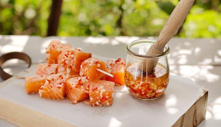 En god marinad gör underverk för enkla grillspett. Detta recept med ingefära och chili måste du bara prova nästa gång du skall grilla lax.