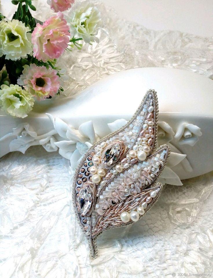 Купить Брошь Жемчужный лист - брошь, белый, подарок девушке, украшение, листик, подарок женщине