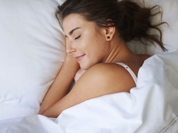 Mit einer Gewichtsdecke schläfst du schneller ein